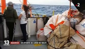 "Migrants : l'""Aquarius"" en attente au large de Malte"