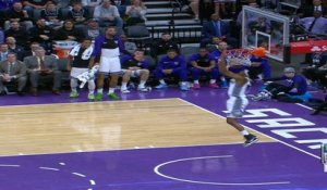 Dunk of the Night : De'Aaron Fox