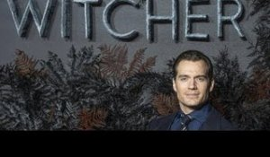 ✅  Henry Cavill reprendra le tournage de « The Witcher » le 17 août
