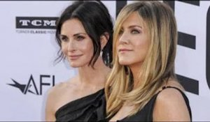 Jennifer Aniston devient la risée d'Instagram à cause de Courteney Cox