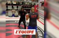 Clarence Seedorf s'essaie à la boxe - Foot - WTF