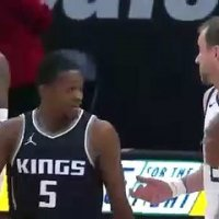 Séance de trash-talking entre Joe Ingles et les Kings