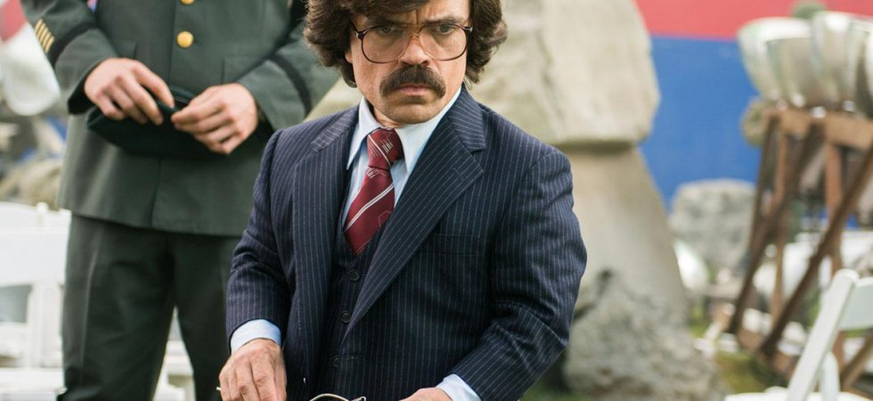 The Deep Blue Good-by : Peter Dinklage rejoint Christian Bale et Rosamund Pike