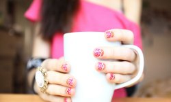 Sweater nails, nouvelle tendance manucure