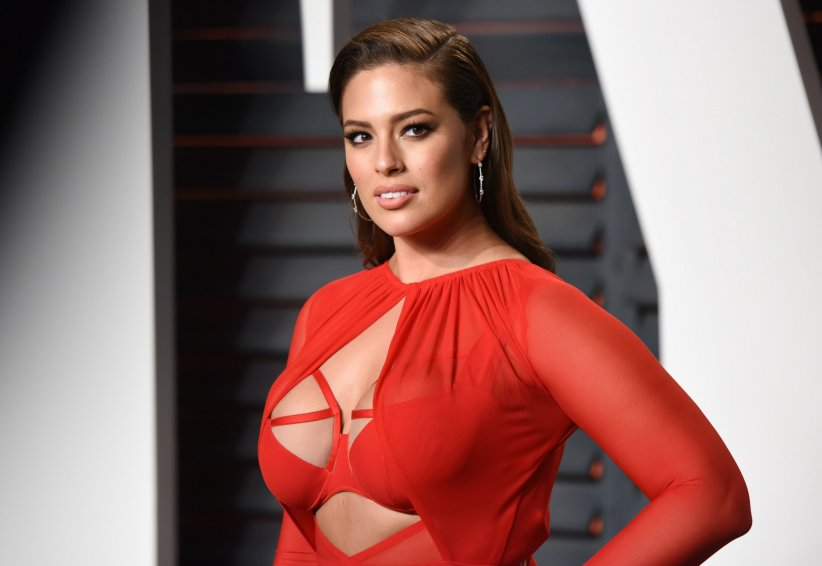 Ashley Graham à la soirée des Oscars Vanity Fair le 28 février 2016 à Los Angeles.