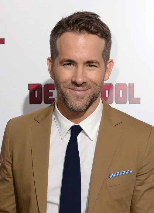 "Ryan Reynolds, sacré homme que ""l'on regarde deux fois"" selon GQ, assiste à une projection de Deadpool, à Londres le 28 janvir 2016."