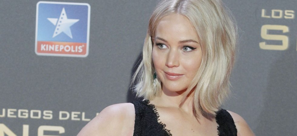 Jennifer Lawrence adopte le blond platine