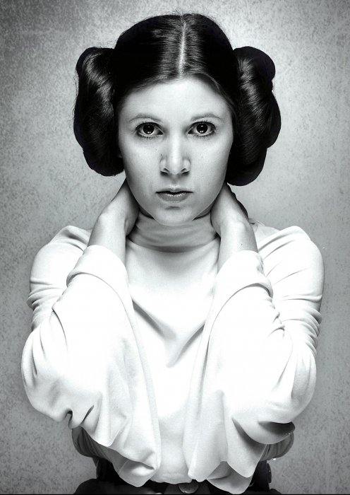 Carrie Fisher en princesse Leia dans Star Wars en 1977.