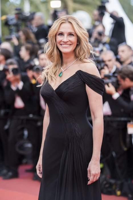 Julia Roberts pendant la montée des marches du film Money Monster, lors du 69e Festival de Cannes, le 12 mai 2016.
