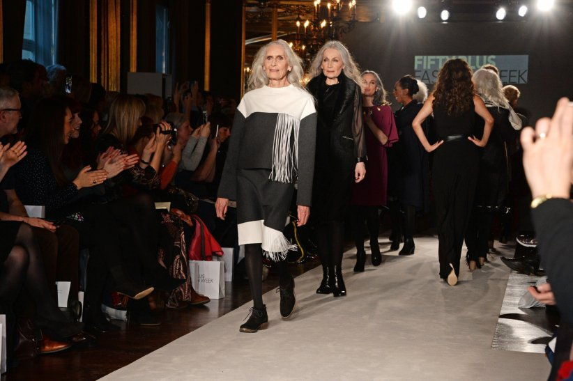 Daphne Selfe à la Fifty Plus Fashion Week, à Londres le 18 février 2016.