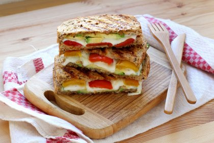 Grilled cheese avocat poivron