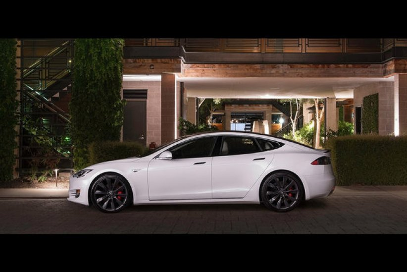 Tesla Model S en route pour le Ring