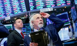 "Wall Street : le Dow Jones franchit les 25.000, ""formidable nouvelle!"""