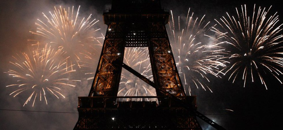 Paris : un feu d'artifice devant la tour Eiffel crée la panique