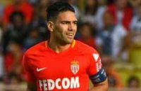 EN DIRECT. Penalty manqué par Falcao