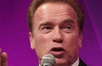 Le violent tacle de Schwarzenegger contre Trump