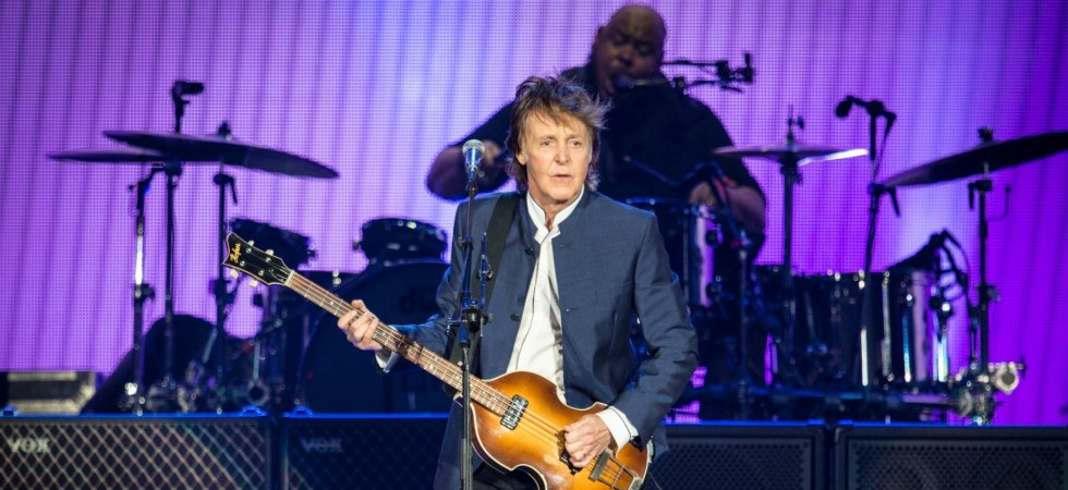 Paul McCartney crée la surprise en traversant Abbey Road en solo